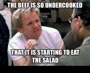 Le boeuf est tellement vivant qu'il a commencé à manger sa salade !