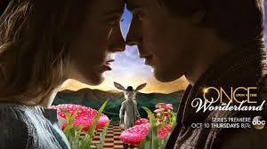 Dérivée de Once , on nous raconte l'histoire de cette pauvre Alice qui se fait interner par son père à son retour du pays des merveilles... Ca se complique avec le Génie et Jafar et..
